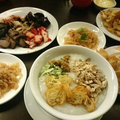 Photo taken at Hong Sin Restaurant by Harboeth on 10/19/2014