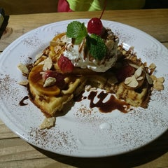 Photo taken at Plate for Me (Palette Of Flavors) by Harboeth on 12/8/2013