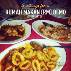 Photo taken at Rumah Makan (RM) Bemo by Taufik H. on 2/2/2013
