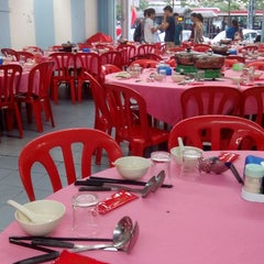 Photo taken at Restaurant Ho Ho Steamboat (好好海鲜火锅之家) by Deborah H. on 7/8/2014