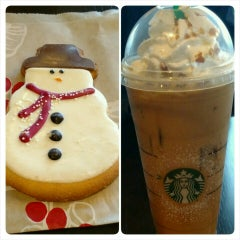 Photo taken at Starbucks by Ana S. on 12/17/2015