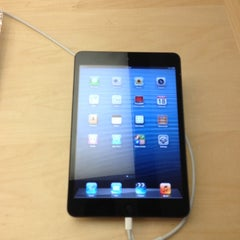 Photo taken at Apple Store, Anchorage 5th Avenue Mall by Matt B. on 11/18/2012
