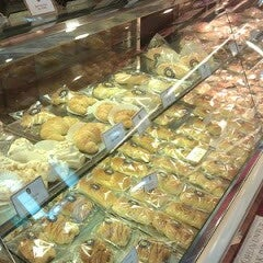Photo taken at Holland Bakery by Rian P. on 8/31/2013
