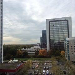 Photo taken at Sheraton Frankfurt Congress Hotel by Aydin V. on 10/21/2013