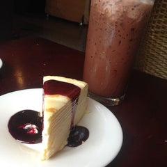 Photo taken at ESCAPE Bistro & Café by ยะ' ย. on 7/23/2015
