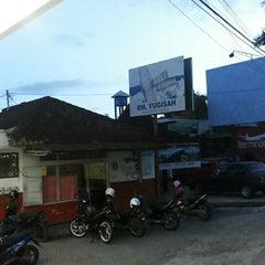 Photo taken at Soto Yugisah by Dityo A. on 7/14/2013