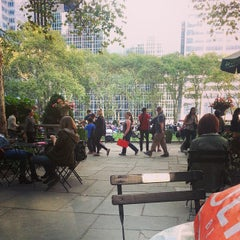 Photo taken at The Reading Room - Bryant Park by Lai P. on 9/18/2014