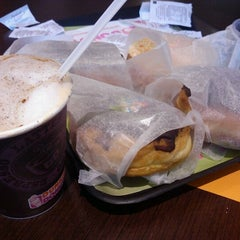 Photo taken at Dunkin' Donuts by Claudio A. R. on 6/26/2012
