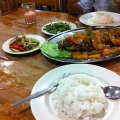 Photo taken at Sri Wangsa Seafood by Faizul H. on 2/10/2011