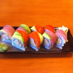 Photo taken at Sushi Itoga by Muerta R. on 6/1/2011