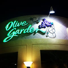 Photo taken at Olive Garden by Cheryl K. on 11/28/2011