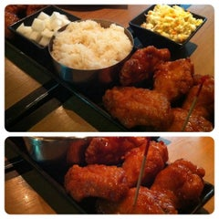 Photo taken at BonChon Chicken (บอนชอน ชิคเก้น) 본촌치킨 by Angela on 8/9/2011