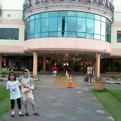 Photo taken at Mal Lippo Cikarang by Susan S. on 10/29/2011