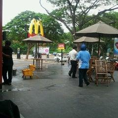 Photo taken at McDonald's by toni n. on 12/18/2011