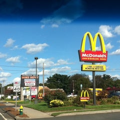 Photo taken at McDonald's by Hea T. on 10/17/2011