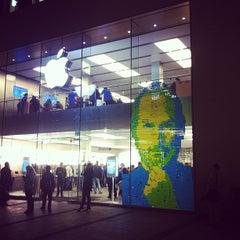 Das Foto wurde bei Apple Store von Niels F. am 10/18/2011 aufgenommen