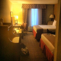 Photo taken at Holiday Inn Express & Suites Alexandria by Daniel L. on 6/2/2012
