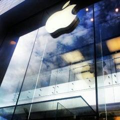 Photo taken at Apple Store, Sainte-Catherine by Sebastien .. on 8/20/2012