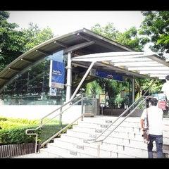 Photo taken at MRT พหลโยธิน (Phahon Yothin) PHA by Sitthiporn J. on 9/13/2012