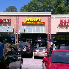 Photo taken at Willy's Mexicana Grill #6 by Lynda S. on 5/20/2012