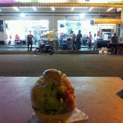 Photo taken at Tat Nasi Ayam by Eshah A. on 2/11/2012