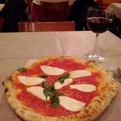 Photo taken at Rossopomodoro by Adriel on 2/20/2012