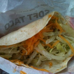 Photo taken at Taco Bell by Belinda F. on 5/4/2012