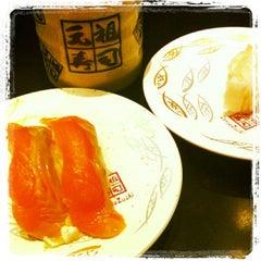 Photo taken at 廻る元祖寿司 下北沢駅前店 by Yurika K. on 3/6/2012