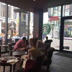 Das Foto wurde bei Starbucks von Sara .. am 8/7/2015 aufgenommen