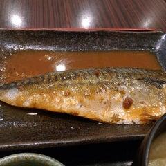 Photo taken at 焼魚食堂 魚角 学芸大学店 by shusaku y. on 4/29/2015