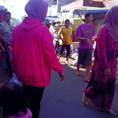 Photo taken at Pasar kaget musyawarah by Roni U. on 6/22/2014