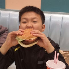 Photo taken at 에버랜드 Burger Cafe America by Виталий Т. on 3/29/2014