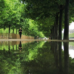 Photo taken at Jardin des Tuileries by Mickael V. on 5/23/2013