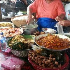 Photo taken at Nasi Bali Men Weti by Rita S. on 6/21/2015