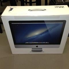 Photo taken at Apple Store, Stonestown by PSYCHOサイコ LADUP on 10/30/2012