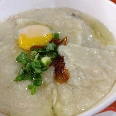 Photo taken at Ho Kee Porridge 和记粥 by Gaik Kee Deewi T. on 4/23/2014
