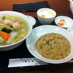 Photo taken at 華正樓 新横浜店 by Tomoaki T. on 10/5/2013