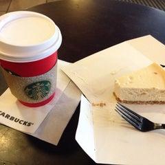 Photo taken at Starbucks by Ю💓 Б. on 12/25/2015