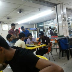 Photo taken at ABC MAIDEEN FOOD'S CORNER by Azam M. on 3/19/2015