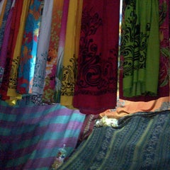 Photo taken at Pasar Seni Sukawati (Sukawati Art Market) by Zhara R. on 7/17/2013