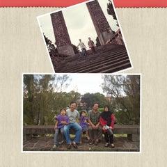 Photo taken at Taman Makam Pahlawan Nasional (TMPN) Cikutra by Sudjarwo M. on 6/4/2015