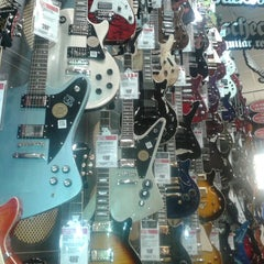 Photo taken at Guitar Center by Martin Nahuel R. on 7/27/2013
