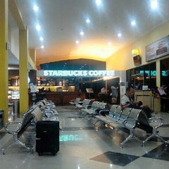 Photo taken at Bandara Sepinggan Balikpapan - Gate A6 by Aisuwarya R. on 11/3/2013