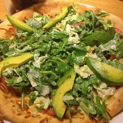 Photo taken at California Pizza Kitchen by Joëlle A. on 7/18/2013