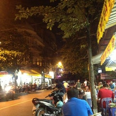 Photo taken at Bia Hơi Corner by Jeffrey M. on 7/19/2013