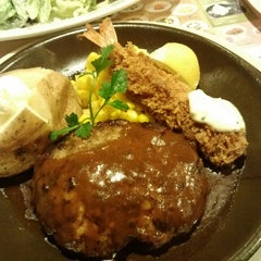 Photo taken at ジョナサン 荻窪北店 by god f. on 3/24/2013
