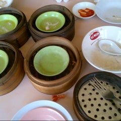 Photo taken at Roda Dim Sum by Pipit A. on 9/23/2012