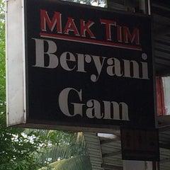 Photo taken at Mak Tim - Sajian Asli Warisan Johor by Ikhwan H. on 6/22/2014