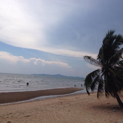 Photo taken at Sea Side Jomtien Beach Hotel by Маруся on 5/5/2015