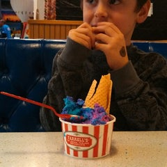 Photo taken at Farrell's Ice Cream Parlour by Jacob M. on 11/28/2013